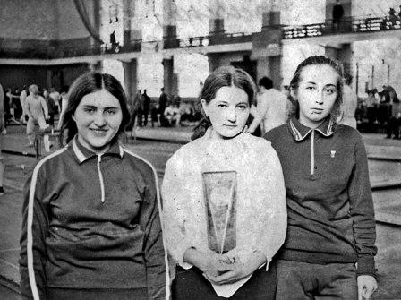 Дружба, пронесенная сквозь годы. Слева направо: Лариса ЦАГАРАЕВА, Наталья РУСЕЦКАЯ, Залина ДАТРИЕВА.