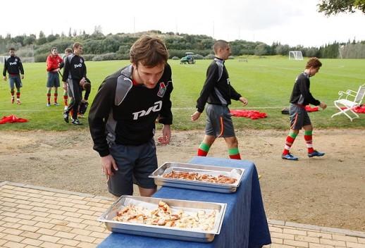 После таких тренировок Гатагов не прочь перекусить. Но где осетинские пироги?