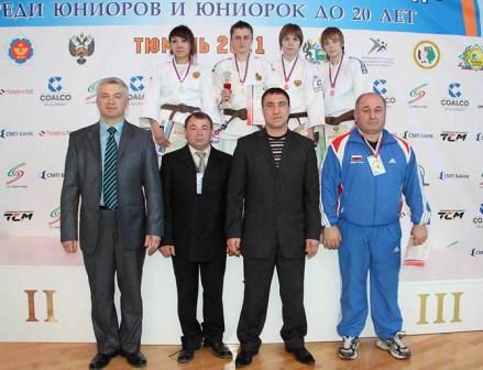 Победный пьедестал у юниорок в весовой категории до 48 кг.