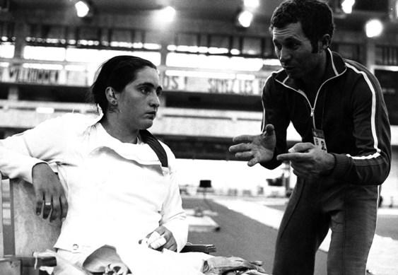 Цагараевой везло на легендарных тренеров: секундирует трехкратный олимпийский чемпион Владимир НАЗЛЫМОВ.