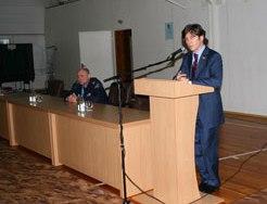 Эльбрус ТЕДЕЕВ показал свои олимпийские медали будущим сотрудникам милиции