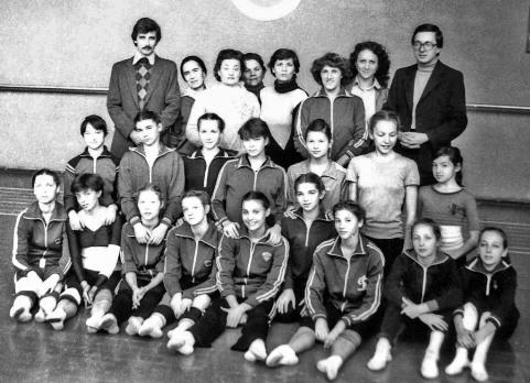 Члены сборной России в групповых упражнениях. В центре стоит - Казима ДУЛАЕВА.