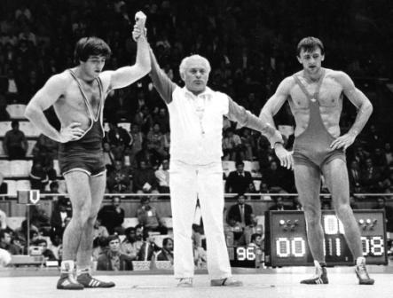 На чемпионате мира 1983 г. в Киеве судьи неизменно поднимали вверх руку Таймураза ДЗГОЕВА.