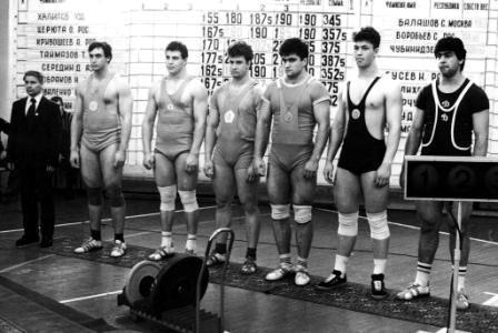 Тимур ТАЙМАЗОВ (второй слева) на чемпионате СССР среди юниоров.