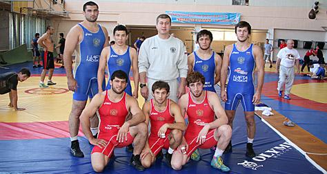 Сборная России во главе с Дзамболатом ТЕДЕЕВЫМ сфотографировалась перед чемпионатом мира