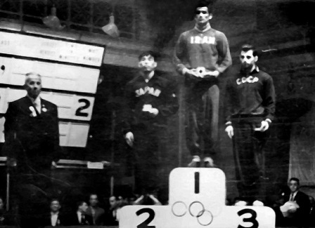 Алимбег БЕСТАЕВ на пьедестале в олимпийском Мельбурне. 1956 г.