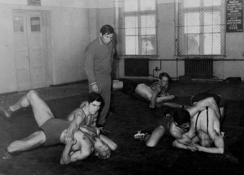 Тренировку проводит тренер сборной СССР Л.Ф.Колесников.