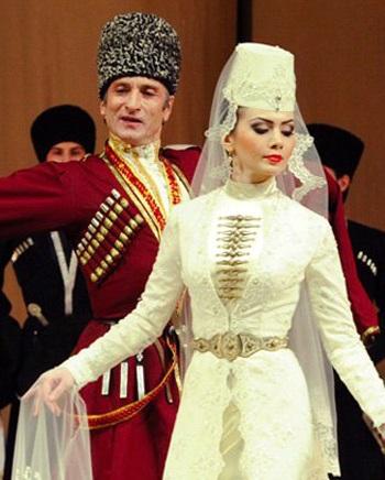 Когда Зарема АБАЕВА танцует, мужчины восхищенно цокают языками (фото vk.com).