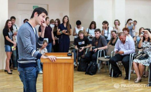 Алан ДЗАГОЕВ во время защиты своей дипломной работы в здании Тольяттинского государственного университета. Фото – Андрей Холмов // РИА Новости