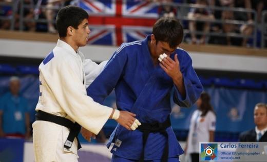 Победитель может себе позволить подбодрить проигравшего товарища по сборной России.