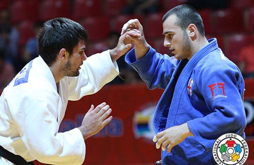 Финальная схватка Алана Хубецова (в белом кимоно) и Ушанги Маргиани.