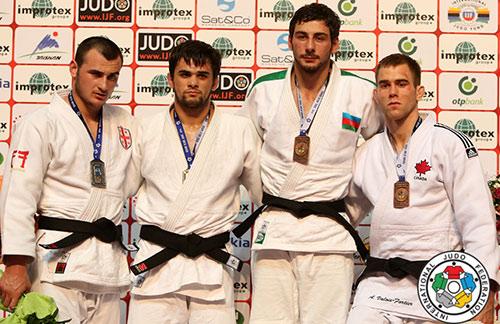 На пьедестале победитель Алан Хубецов (второй слева) и призеры.