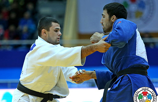 Финал. Атакует Алан Хубецов (в белом кимоно).