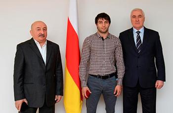 Сослан РАМОНОВ награжден орденом Южной Осетии