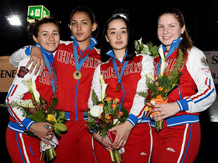 «Золотая» сборная России (Яна Алборова – вторая справа).